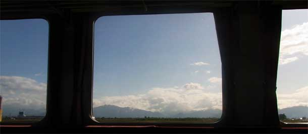 A rather more specatcular view than any I get on my train journey. Photo: Yamaguchi Yoshiaki. Wikimedia Commons