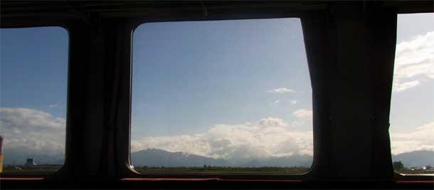 A rather more specatcular view than any I get on my train journey. Photo: Yamaguchi Yoshiaki. Wikimedia Commons